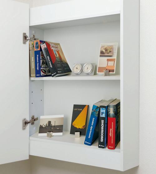 小さいけれど飾り棚にも収納にもなる優れもの。