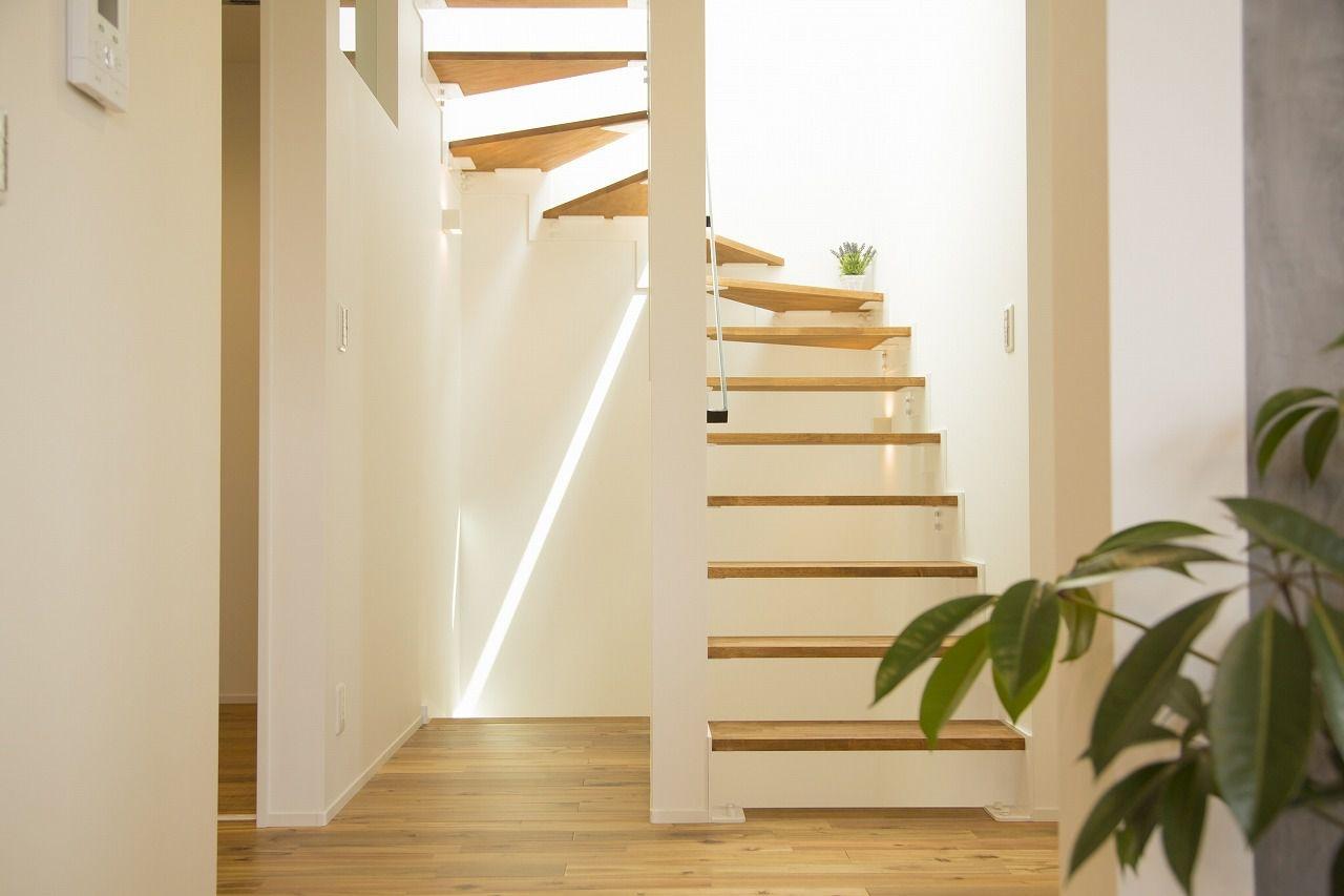 明るい光が部屋いっぱいに降りそそぐ、くつろぎの空間