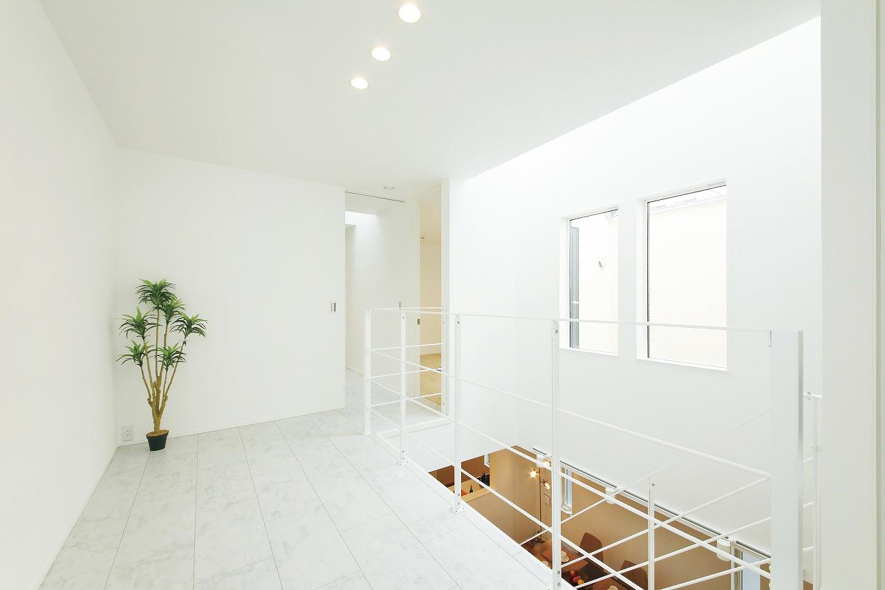 吹き抜けやドップライト、バルコニー、標準仕様のスケルトン階段を活かした光溢れる空間づくりをモデルハウスで体感